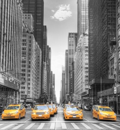 "New York - Eine Avenue in New York mit dem berühmten ""Yellow Cabs"""