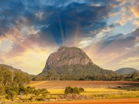 Brisbane Kreuzfahrten - Glass House Mountains National Park in Australien