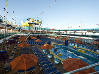 Carnival Dream - Waves Midship Pool