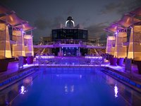 Celebrity Equinox - Pooldeck bei Nacht