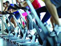 Celebrity Silhouette - Spinning im Gym