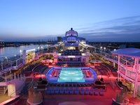 Quantum of the Seas - Pool Deck am Abend