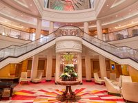 Queen Mary 2 - Atrium