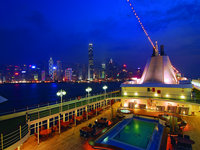 Silver Whisper - Pooldeck bei Nacht in Hong Kong