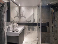 Scenic Eclipse - Verandah Suite - Suite Bathroom